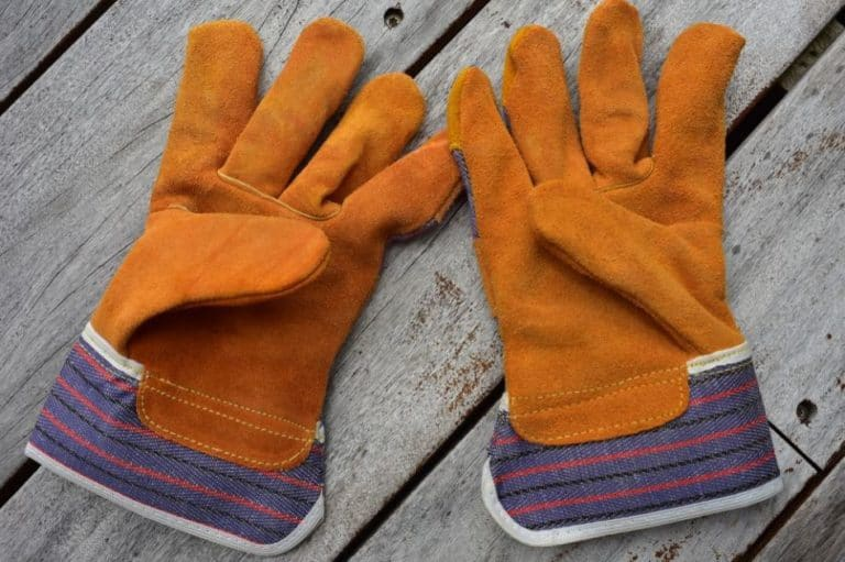 What to Avoid When Buying Work Gloves