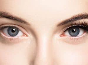 Benefits of Using an Eyelash Curler - work well not on other side