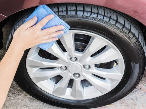 How to Apply a Tire Gel