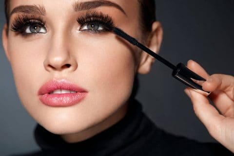 How to Curl Your Lashes without an Eyelash Curler