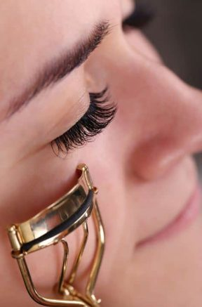 How to Use an Eyelash Curler the First Time and Every Time