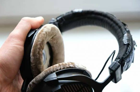 Signs That You Need to Clean Your Headphones