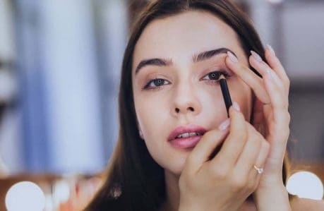 Tips for Getting the Most Out of Your Eyelash Curler - eyeliner