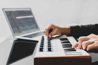 Types of Keyboard Pianos - Arranger